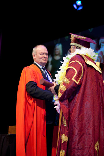 Sir Graham Henry receives honourary doctorate
